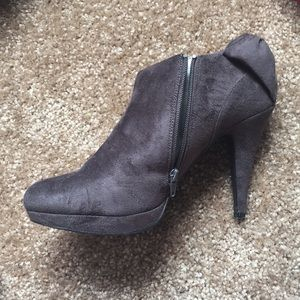 e15f6ba04923 impo Shoes - FLASH SALE Worn once suede dark gray booties!